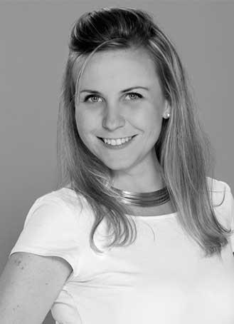 """Founder / Director   Natalia se encarga de capturar y traducir las necesidades del cliente en una estrategia digital. Es especialista en Social Media, realiza el acompañamiento """"uno a uno"""" del cliente y consigue y coordina los diferentes proveedores del proyecto."""